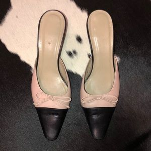 Talbots nude pink and black cap pointed toe mules